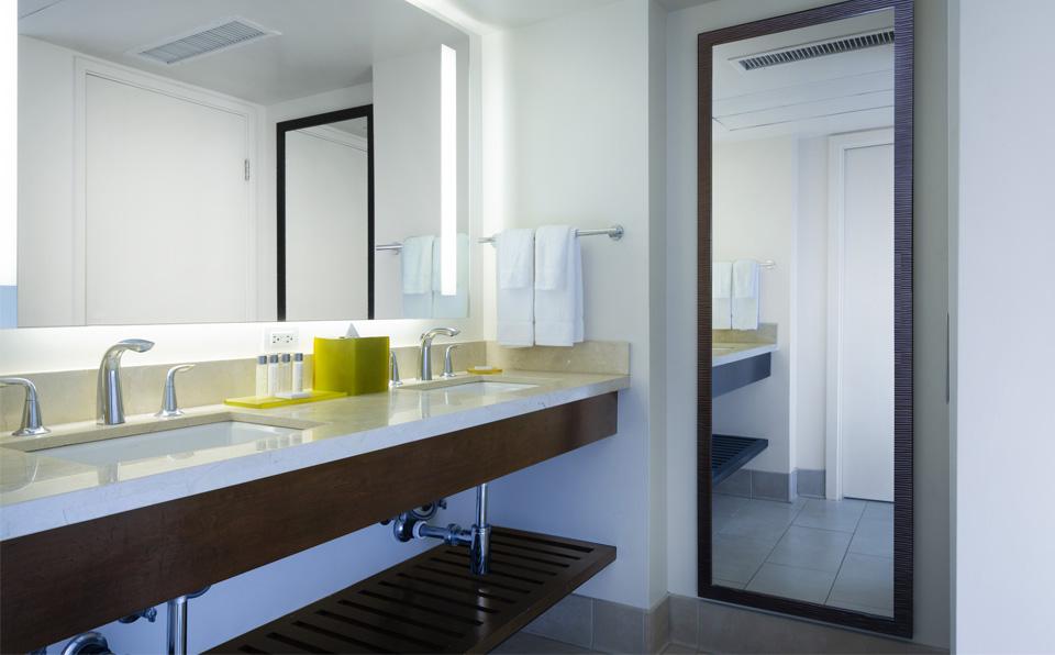 带双洗手台的浴室